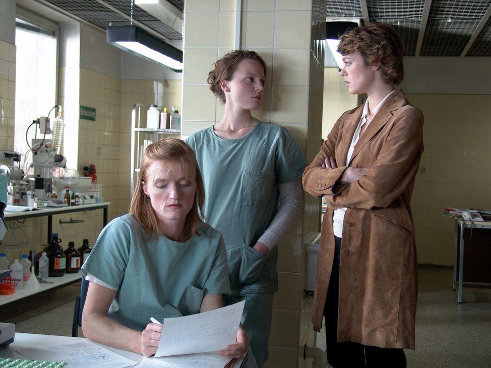 Als ihr Freund Max tot in seinem Labor aufgefunden wird, kann Medizinstudentin Leo Herzog (Maria Simon, M.) nicht an einen Selbstmord glauben. Doch... - Bildquelle: Volker Roloff ProSieben