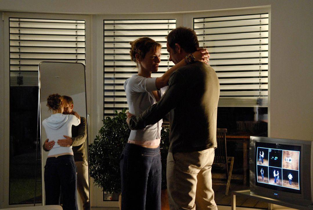 """Kommen am """"Tag des Orgasmus"""" in den Genuss dreier Freigetränke: Valerie (Rhea Harder, l.) Frieder (Michael Lott, r.) ... - Bildquelle: Marco Nagel ProSieben"""
