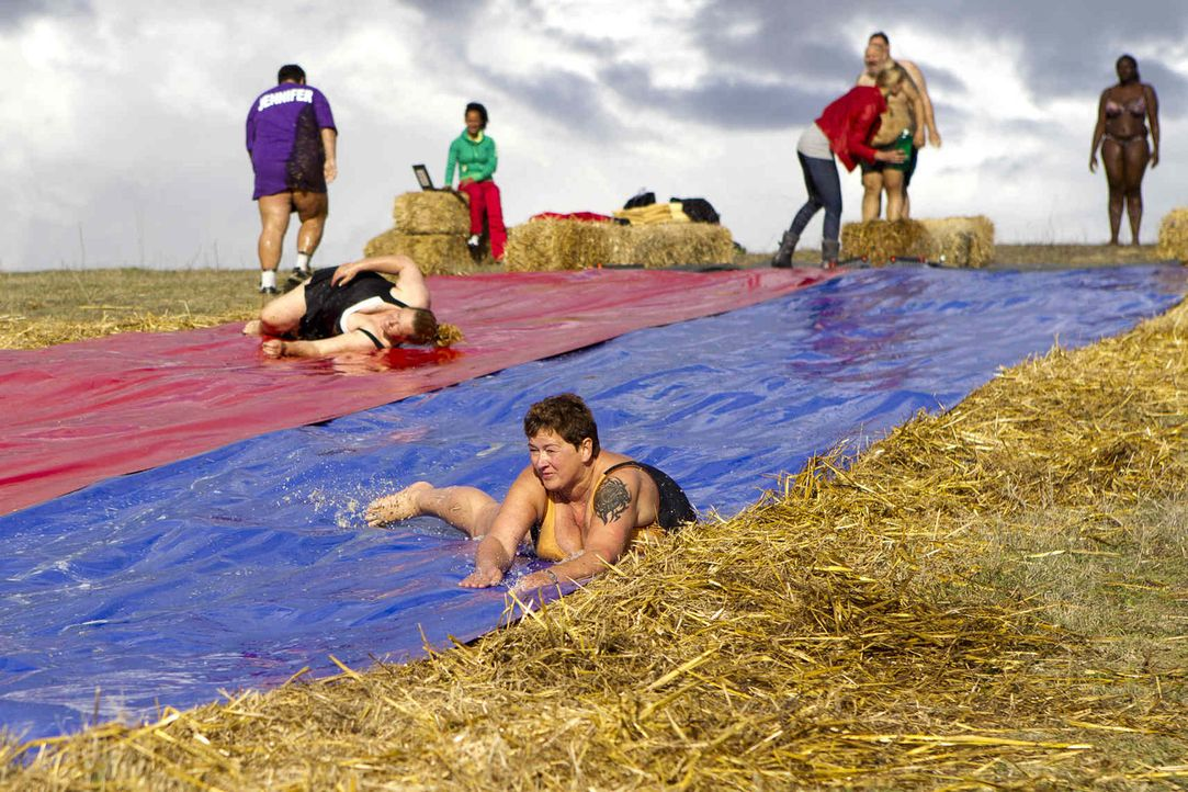 Bei einer Wasserrutschen-WM stellen die Kandidaten ihre Ausdauer auf die Probe. Das Team, das am schnellsten 100-mal gerutscht ist, hat gewonnen ... - Bildquelle: Enrique Cano SAT.1