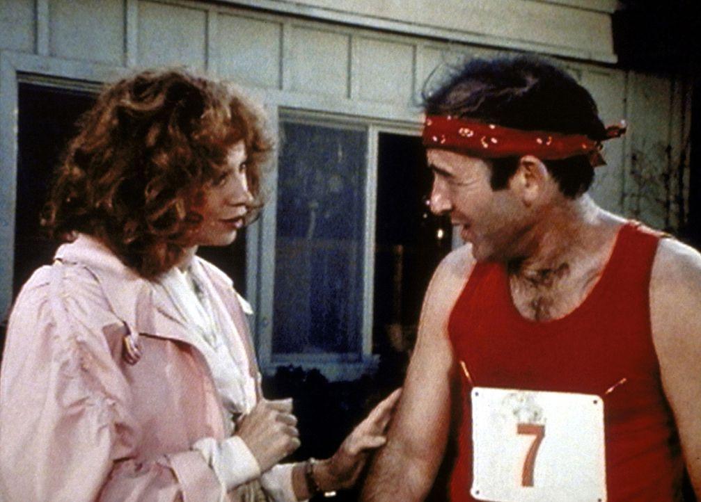 Zu guter Letzt wird Stanley (John Pleshette, r.) bewusst, dass er zu Constance (Murphy Cross, l.) gehört. - Bildquelle: Worldvision Enterprises, Inc.