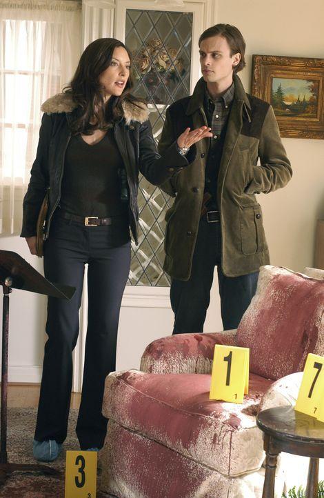 Ermitteln in einem äußerst schwierigen Fall: Elle (Lola Glaudini, l.) und Reid (Matthew Gray Gubler, r.) ... - Bildquelle: 2005 CBS BROADCASTING INC. All Rights Reserved.