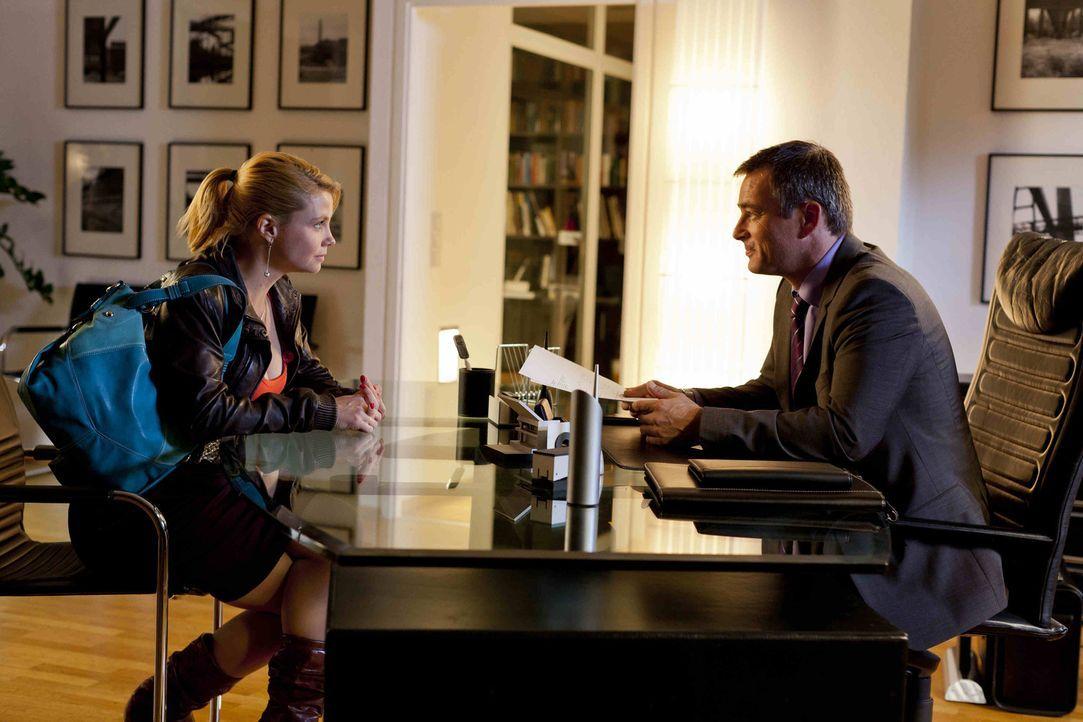 Gemeinsam kämpfen sie für die Gerechtigkeit: Oliver (Jan Sosniok, r.) und Danni (Annette Frier, l.) ... - Bildquelle: Frank Dicks SAT.1