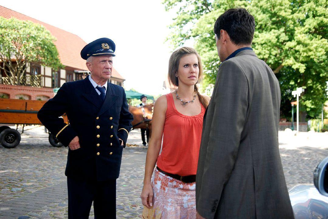 Als Jackie (Wolke Hegenbarth, M.) mit ihrem Vater Jochen (Christian Grashof, l.) einen Ausflug macht, endet dieser unschön, denn plötzlich steht Fre... - Bildquelle: M. Krumwiede Sat.1