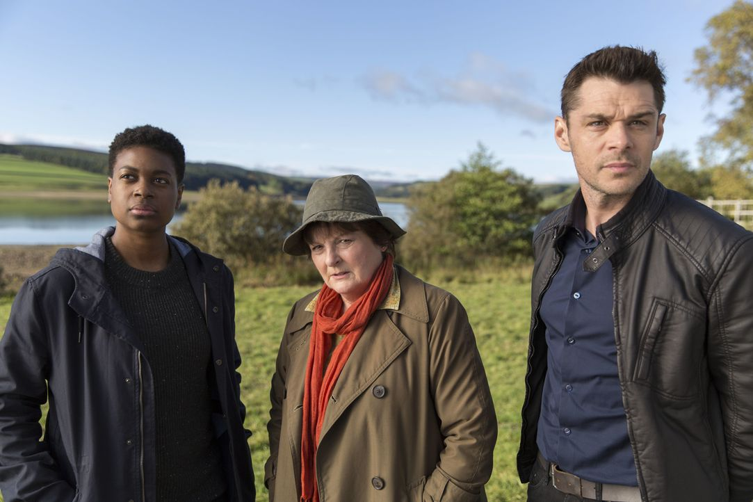 (v.l.n.r.) Jaqueline Williams (Ibinabo Jack); Vera Stanhope (Brenda Blethyn); Aiden Healy (Kenny Doughty) - Bildquelle: ITV Studios