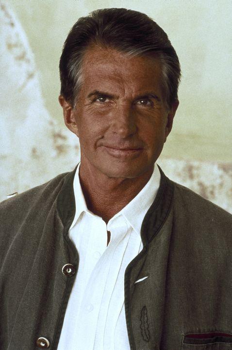 Der Vermögensberater Karl von Ostenberg (George Hamilton) will unbedingt an das Geld seines Mandanten kommen - wenn nötig, auch mit Gewalt ... - Bildquelle: Columbia Pictures