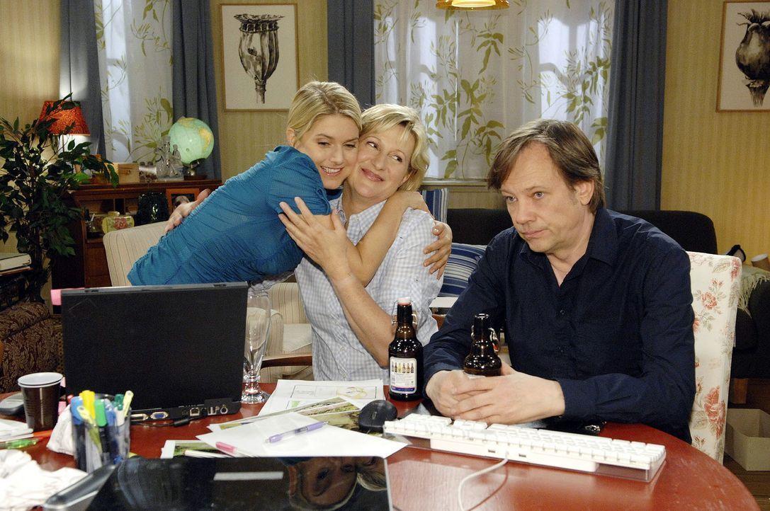 Anna (Jeanette Biedermann, l.) bittet ihre Eltern (Heike Jonca, M.; Rainer Will, r.) um Unterstützung bei der Firmengründung. - Bildquelle: Claudius Pflug Sat.1