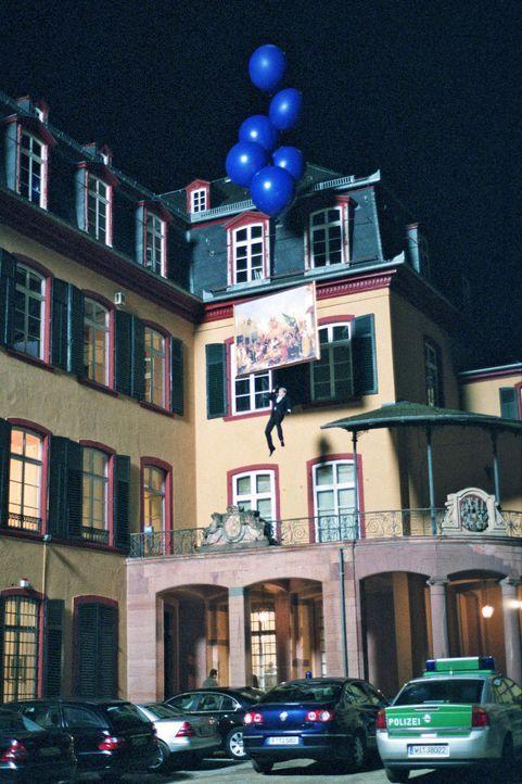 Im Schloss des Grafen von Thoelen hängt ein wertvoller  Delacroix. Max & Co. haben bloß noch eine Chance, um ihren versprochenen Auftrag zu erfüllen... - Bildquelle: Jacqueline Krause-Burberg Sat.1