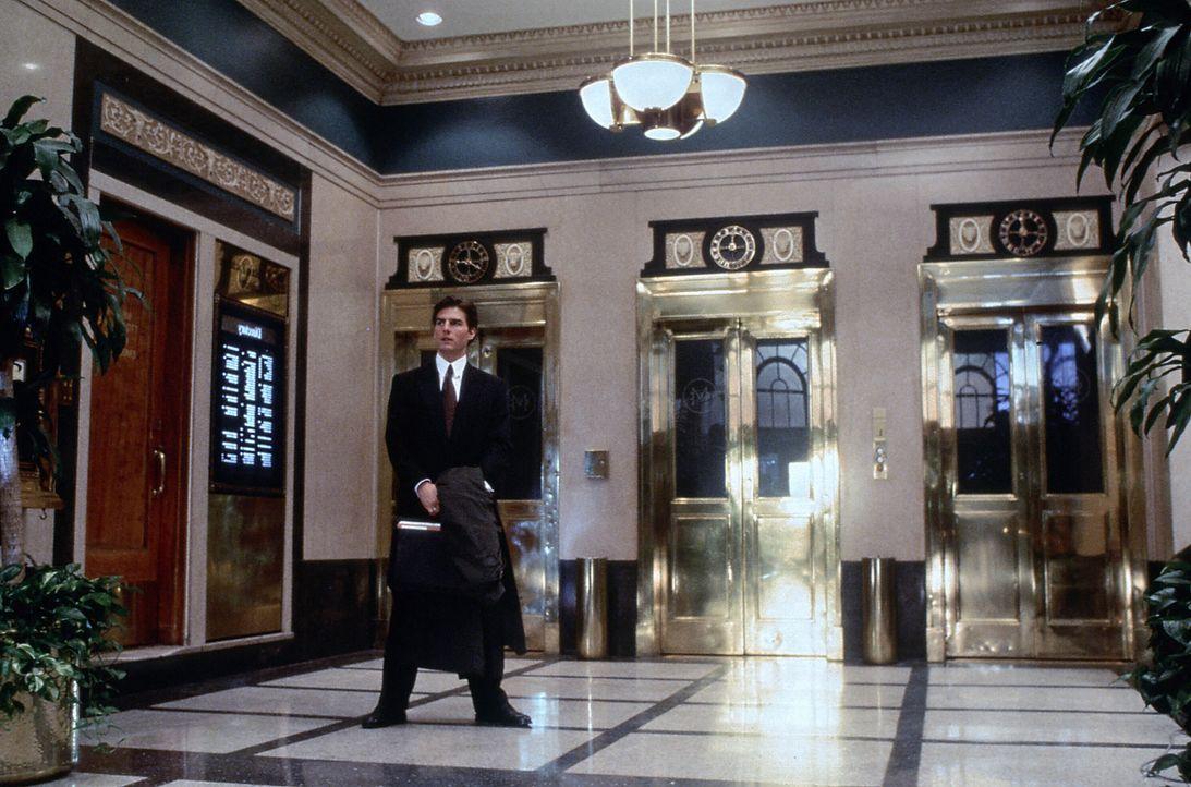Junganwalt Mitch McDeeres (Tom Cruise) Traumjob wird schön langsam zum Alptraum: er wird beschattet, es geschehen mysteriöse Morde und das FBI zeigt... - Bildquelle: Paramount Pictures