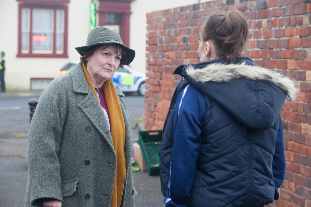 Vera Stanhope (Brenda Blethyn, l.); Hannah Ferris (Levi Heaton, r.) - Bildquelle: Rachel Joseph ITV Studios/Rachel Joseph