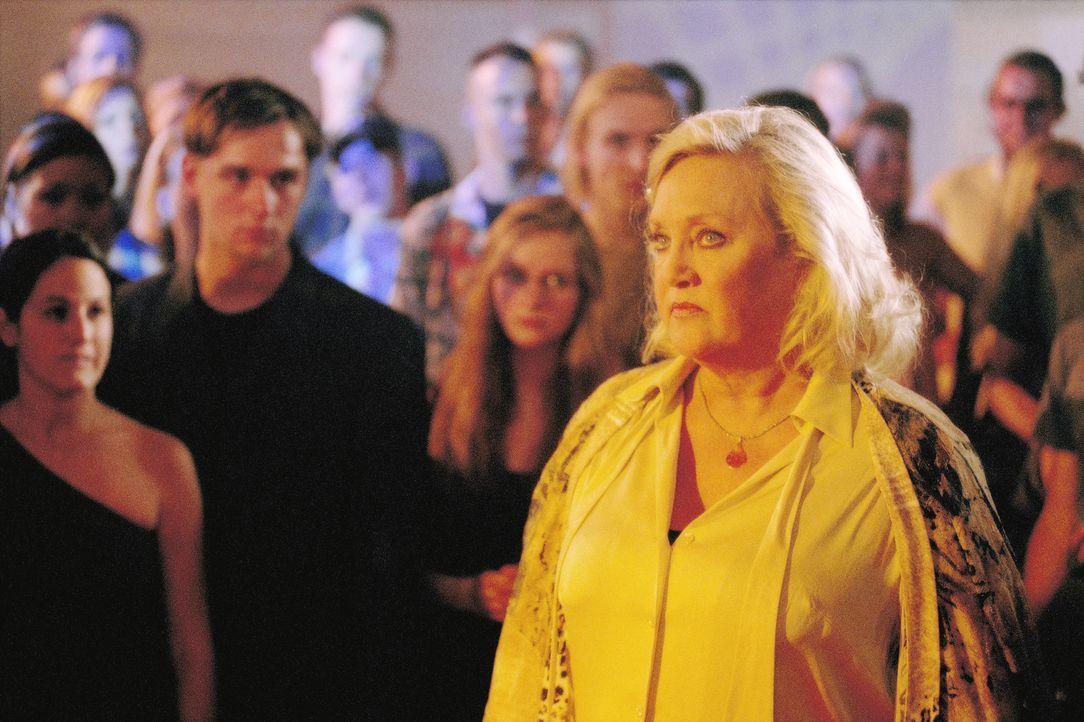 Für die resolute Direktorin Dr. Finkeldey (Doris Kunstmann, r.) brechen mit Frankies Aufnahme im Internat harte Zeiten an ... - Bildquelle: Gordon Mühle ProSieben
