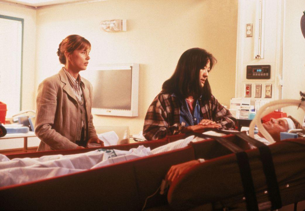 Dr. Diane Grad (Jayne Brook, l.); Allison Granger (Rosalind Chao, M.) - Bildquelle: 1995 Twentieth Century Fox Film Corporation.  All rights reserved.