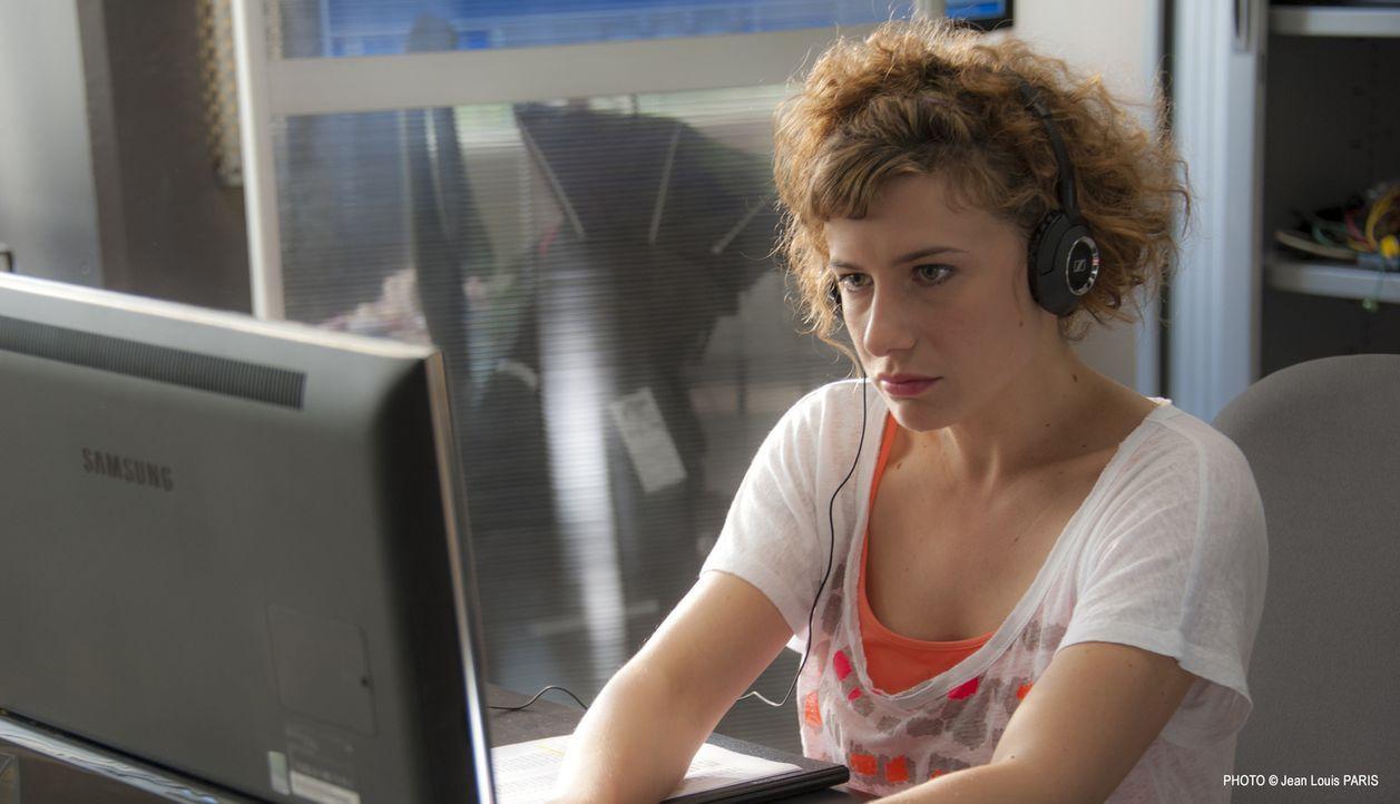 Macht Vicky (Félicité Chaton) eine Entdeckung, die endlich Lichts in Dunkel des aktuellen Falls bringt? - Bildquelle: Jean Louis PARIS