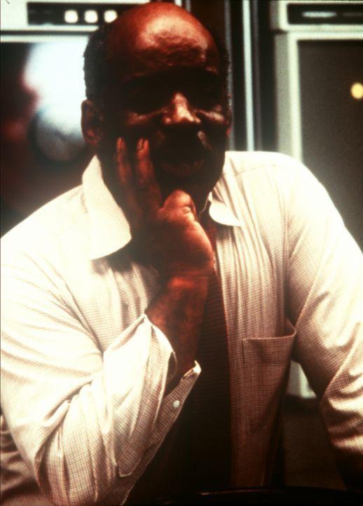 Billy Melrose (Mel Stewart) ist als erfahrener Geheimdienstmann der Vorgesetzte von Lee und Amanda. - Bildquelle: CBS Television