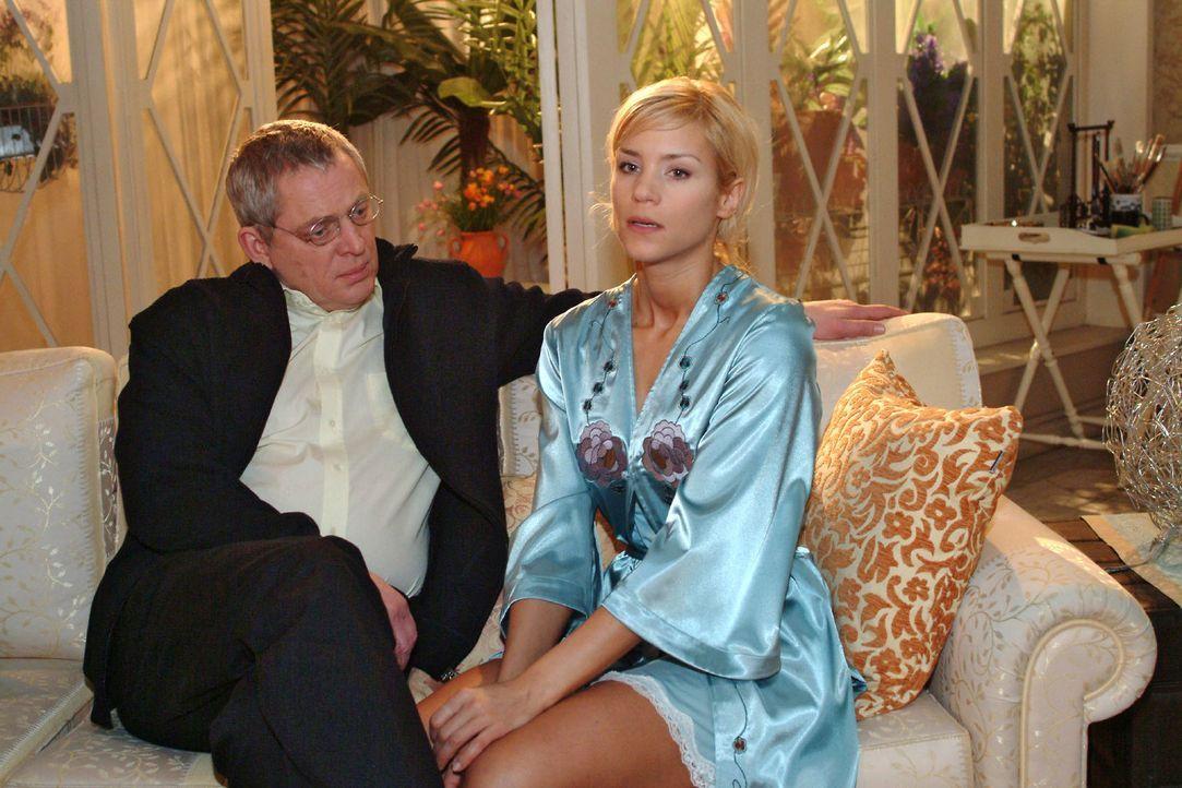 Sabrina (Nina-Friederike Gnädig, r.) versucht Friedrich (Wilhelm Manske, l.) davon zu überzeugen, dass sie noch nicht in der Lage ist, wieder zur Ar... - Bildquelle: Noreen Flynn Sat.1