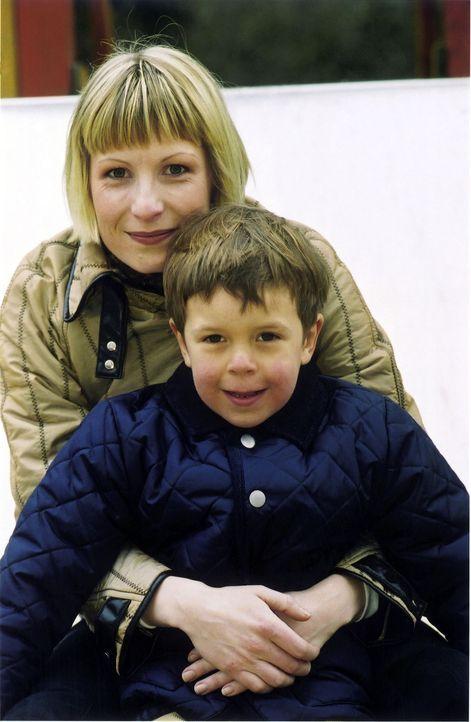 Verena (Nadine Seiffert, l.) mit Luis (Bruno Schubert, r.) - Bildquelle: Claudius Pflug Sat.1