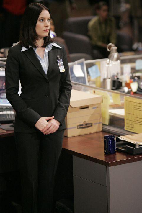 Neuzugang Emily Prentiss (Paget Brewster) erweist sich bei der Lösung des neuen Falles als sehr nützlich, da sie fließend Arabisch spricht ... - Bildquelle: Cliff Lipson 2006 Touchstone Television. All rights reserved. NO ARCHIVE. NO RESALE.