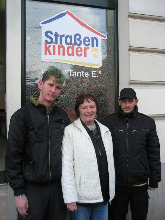 Keine Familie, kein Geld, kein Bett für die Nacht - doch eine kämpft für die Kinder vom Bahnhof Leipzig: Tante E. (M.) - Bildquelle: SAT.1