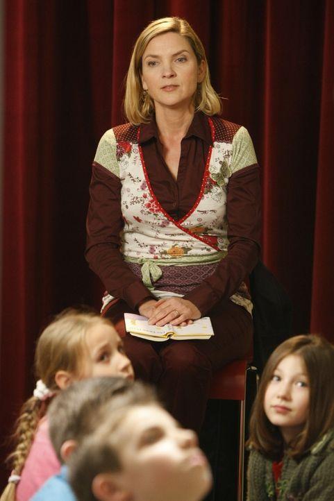 Die Vorsitzende des Elternbeirats, Tanja Blume (Susanne Pätzold), die dafür verantwortlich ist, dass Herr Boll seinen Job verloren hat, will Danni b... - Bildquelle: Frank Dicks SAT.1