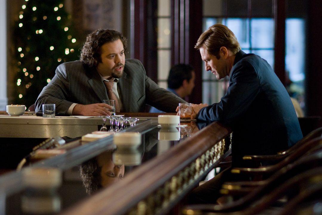 Die Profitgier seines Agenten Lane (Dan Fogler, r.) geht Dr. Burke Ryan (Aaron Eckhart, r.) allmählich zu weit ... - Bildquelle: Universal Pictures