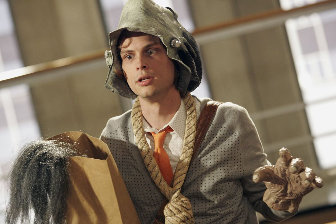 Bereitet sich auf Halloween vor: Spencer Reid (Matthew Gray Gubler) ... - Bildquelle: Vivian Zink 2007 ABC Studios. All rights reserved. NO ARCHIVE. NO RESALE. / Vivian Zink