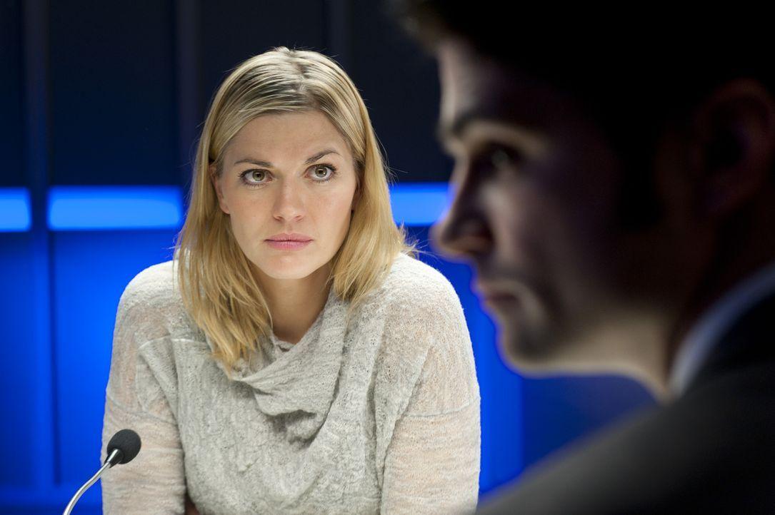 Maria Zakel (Nina Bott) hatte gute Gründe, die Ermordete zu hassen ... - Bildquelle: Martin Rottenkolber SAT.1 / Martin Rottenkolber