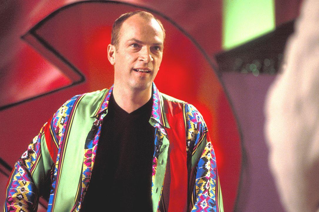 """Musikproduzent Markus Fischer (Herbert Knaup) ist der Hauptpreis in der Single-sucht-Single-Show """"Rendezvous"""" ... - Bildquelle: Rolf von der Heydt ProSieben"""