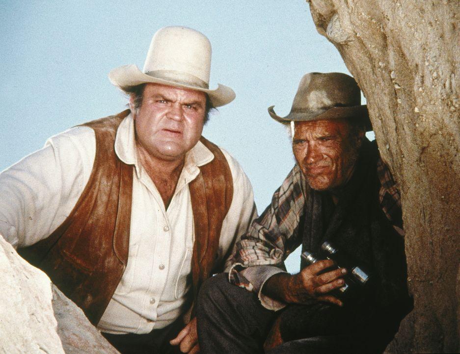Als Hoss (Dan Blocker, l.) dem verwundeten Charlie Sheppard (Robert Wilke, r.) hilft, weiß er nicht, dass er damit seinen Vater in große Bedrängnis... - Bildquelle: Paramount Pictures