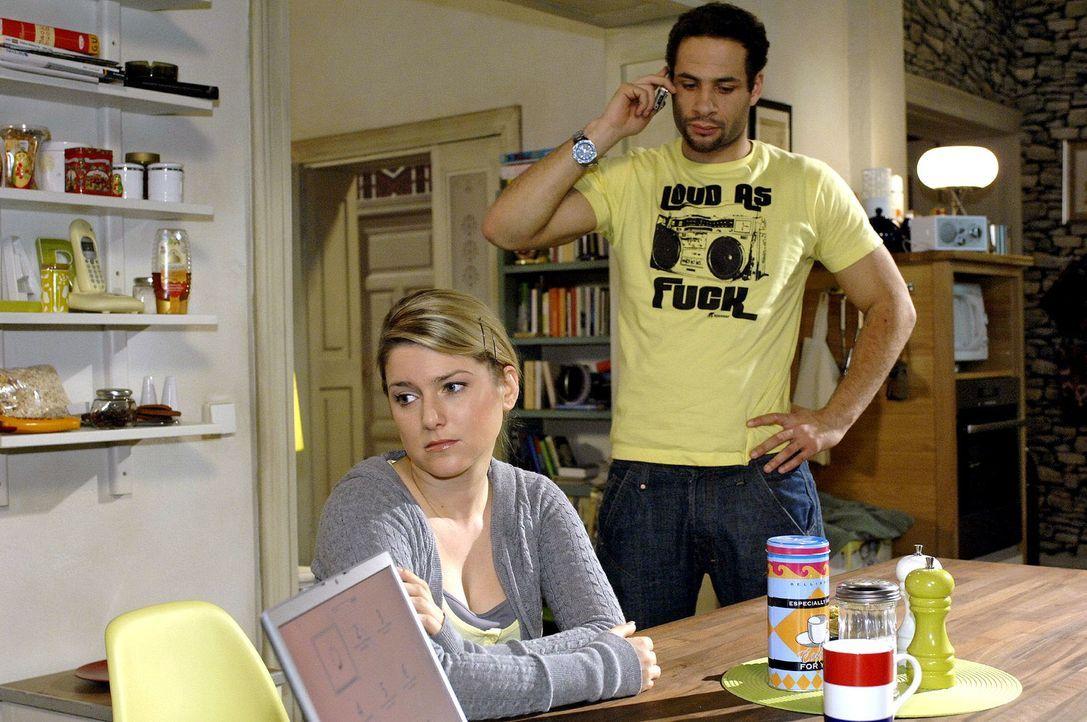 Anna muss enttäuscht erkennen, dass sie so schnell keinen neuen Job in der Werbung finden wird. v.l.n.r.: Anna (Jeanette Biedermann), Jannick (Mike... - Bildquelle: Oliver Ziebe Sat.1