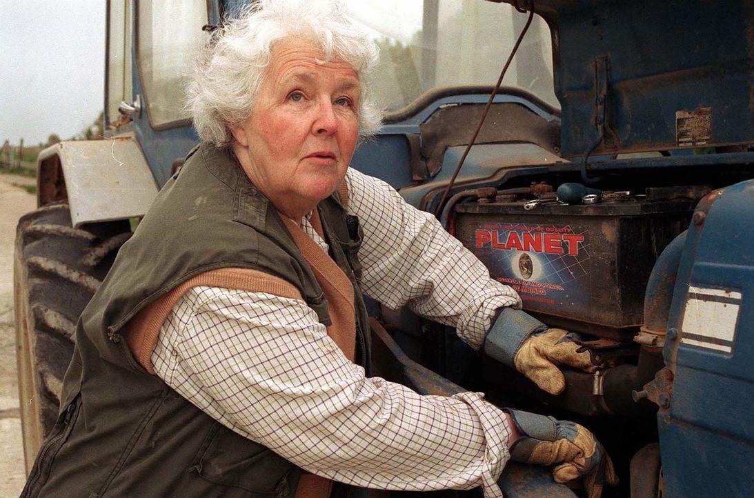 Bekommt Besuch von einem alten Verehrer: Tante Joan (Stephanie Cole), die damit das Missfallen ihres Neffen erregt ... - Bildquelle: BUFFALO PICTURES/ITV