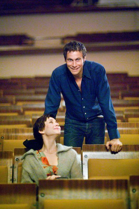 Pola (Chritiane Paul, l.) und Felix (Marc Hosemann, r.) sind an ihrer Ehe gescheitert. Über ein Jahr lang sind sie sich aus dem Weg gegangen, weil E... - Bildquelle: Senator Entertainment AG