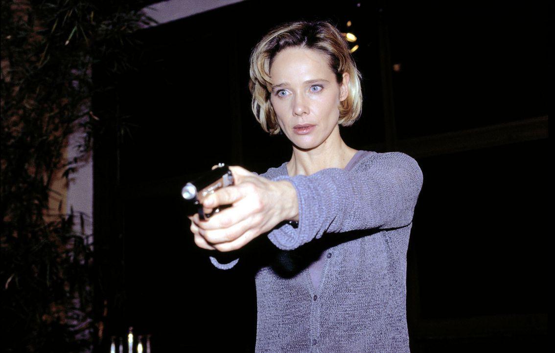 Kommissarin Michelle Eisner (Ann-Kathrin Kramer) ist auf der Suche nach einem Serienmörder, der auf brutalste Weise Frauen ermordet. - Bildquelle: Jacqueline Krause-Burberg Sat.1