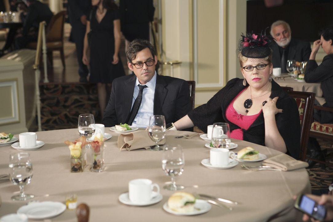 Kevin (Nicholas Brendon, l.) und Garcia (Kirsten Vangsness, r.) können nicht fassen, dass sie ausgerechnet jetzt, wo Hotch sie braucht, nach Nashvil... - Bildquelle: Adam Taylor 2009 ABC Studios. All rights reserved. / Adam Taylor
