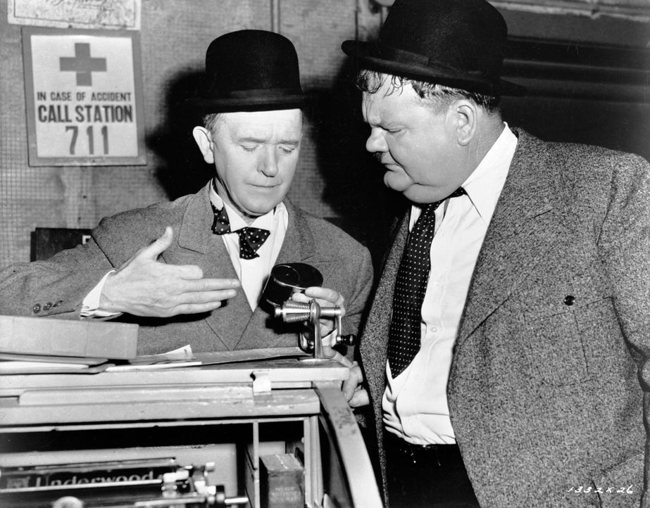 Stan (Stan Laurel, l.); Oliver (Oliver Hardy, r.) - Bildquelle: 1944 Turner Entertainment Co. All rights reserved.