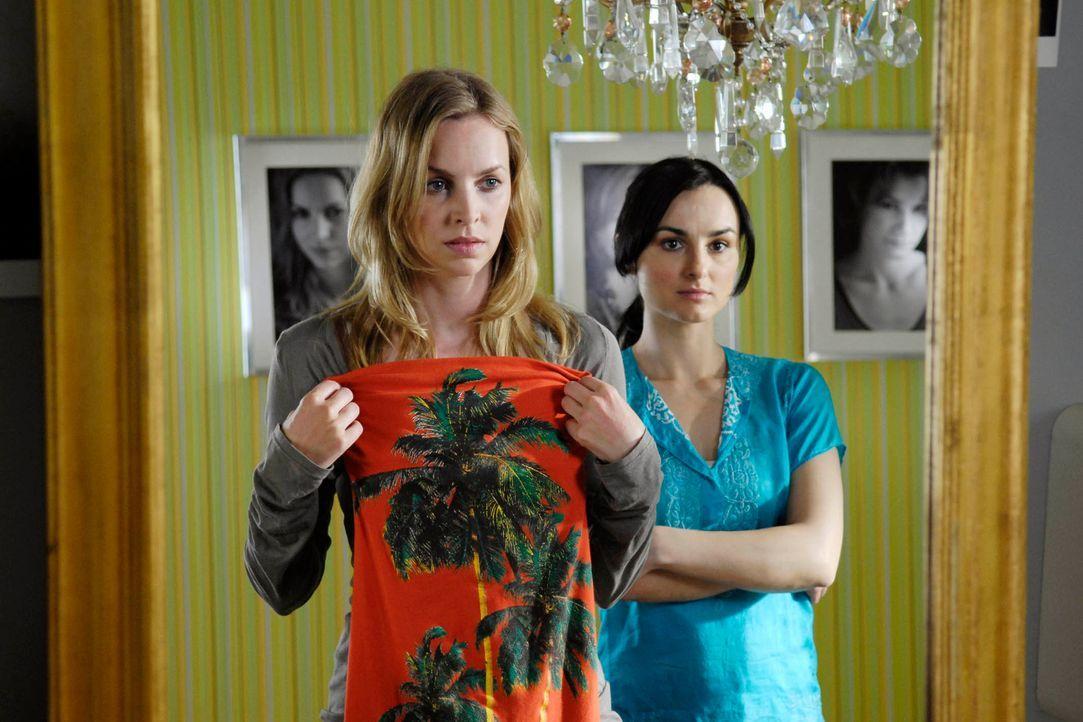 Was soll ich bloß anziehen? Edda (Simone Hanselmann, l.) und Frenzy (Miranda Leonhardt, r.) ... - Bildquelle: Marco Nagel ProSieben