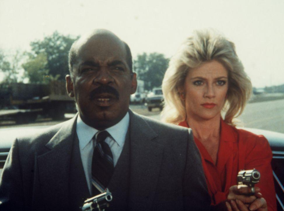 Billy (Mel Stewart, l.) und Francine (Martha Smith) helfen Lee, sich von dem Verdacht reinzuwaschen, ein eiskalter Frauenmörder zu sein ...
