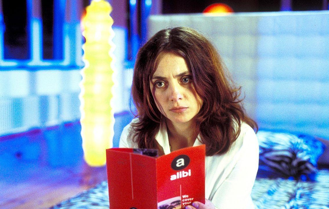 Obwohl von ihrer letzten großen Liebe sehr enttäuscht, glaubt Andrea (Julia Richter) nach wie vor an den perfekten Traummann. Sie ist sich ziemlich... - Bildquelle: Krumwiede / Muehle ProSieben