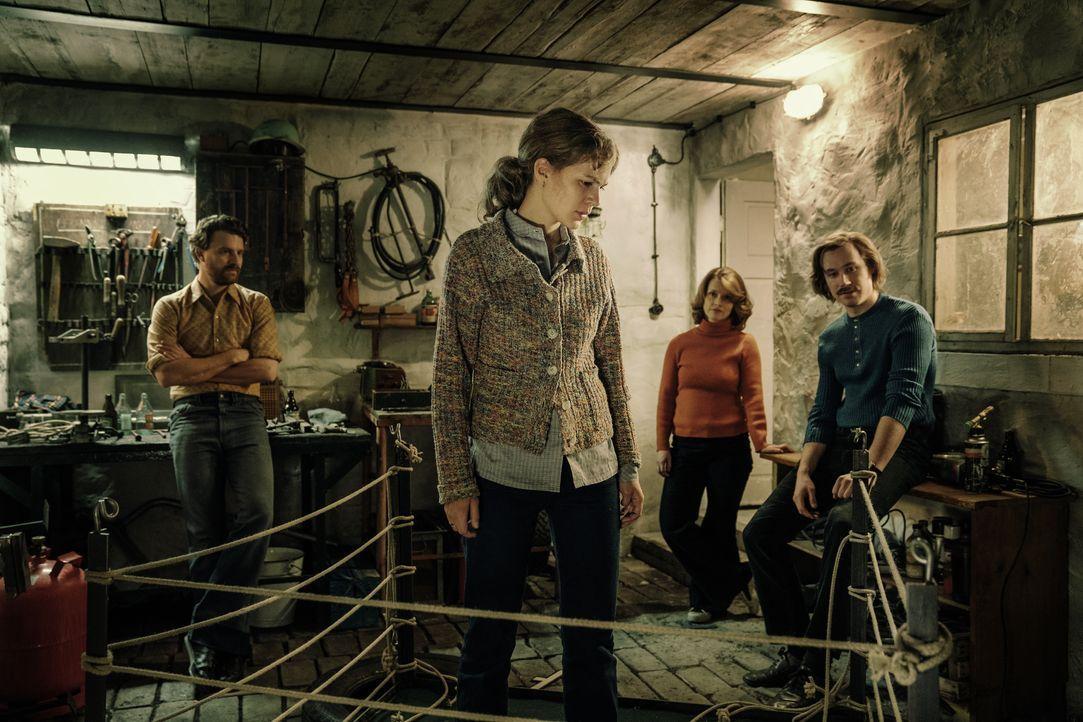 (v.l.n.r.) Peter Strelzyk (Friedrich Mücke); Petra Wetzel (Alicia von Rittberg); Doris Strelzyk (Karoline Schuch); Günter Wetzel (David Kross) - Bildquelle: Marco Nagel HerbX Film / Marco Nagel