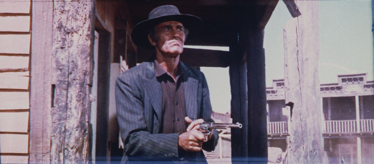 Der eiskalte Killer Frank (Henry Fonda) hat den Farmer McBain und seine drei Kinder auf dem Gewissen ... - Bildquelle: TM &   2003 by Paramount Pictures Corporation. All rights reserved