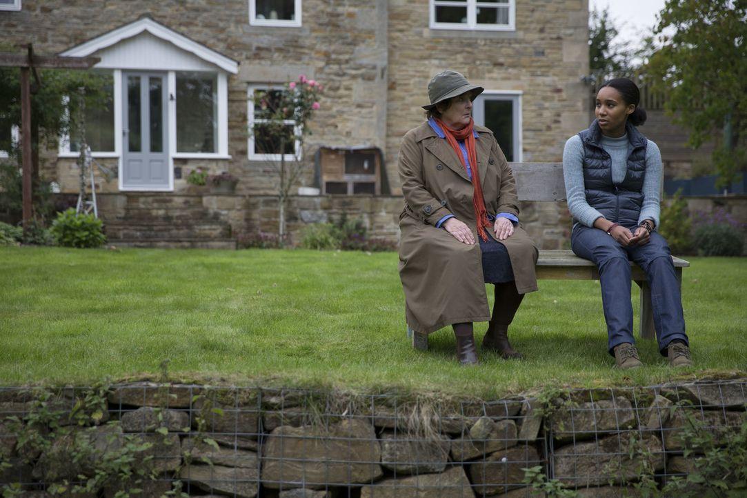 Vera Stanhope (Brenda Blethyn, l.); Alice Whenchurch (Shalisha James-Davis, r.) - Bildquelle: ITV Studios
