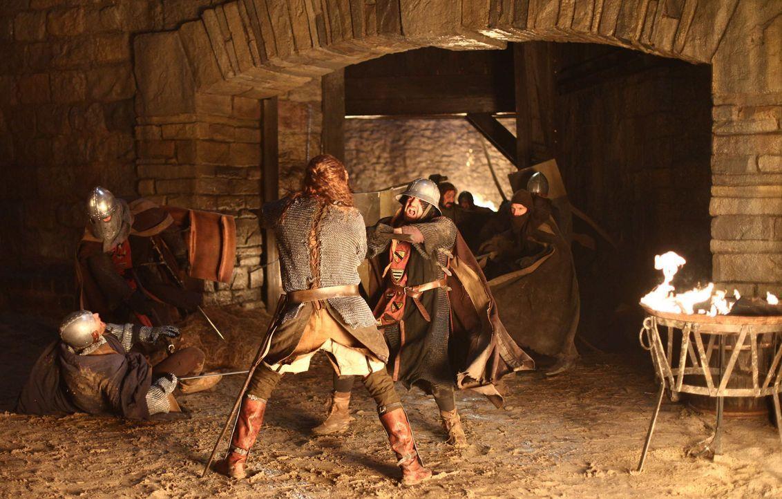 Als Konrad den Abt von Maulbronn ohrfeigt, sinnt dieser auf Rache. Tage später greift er mit seinen Mannen die Burg der Laurins an und tötet alle, d... - Bildquelle: Gabor Klinsky ProSieben