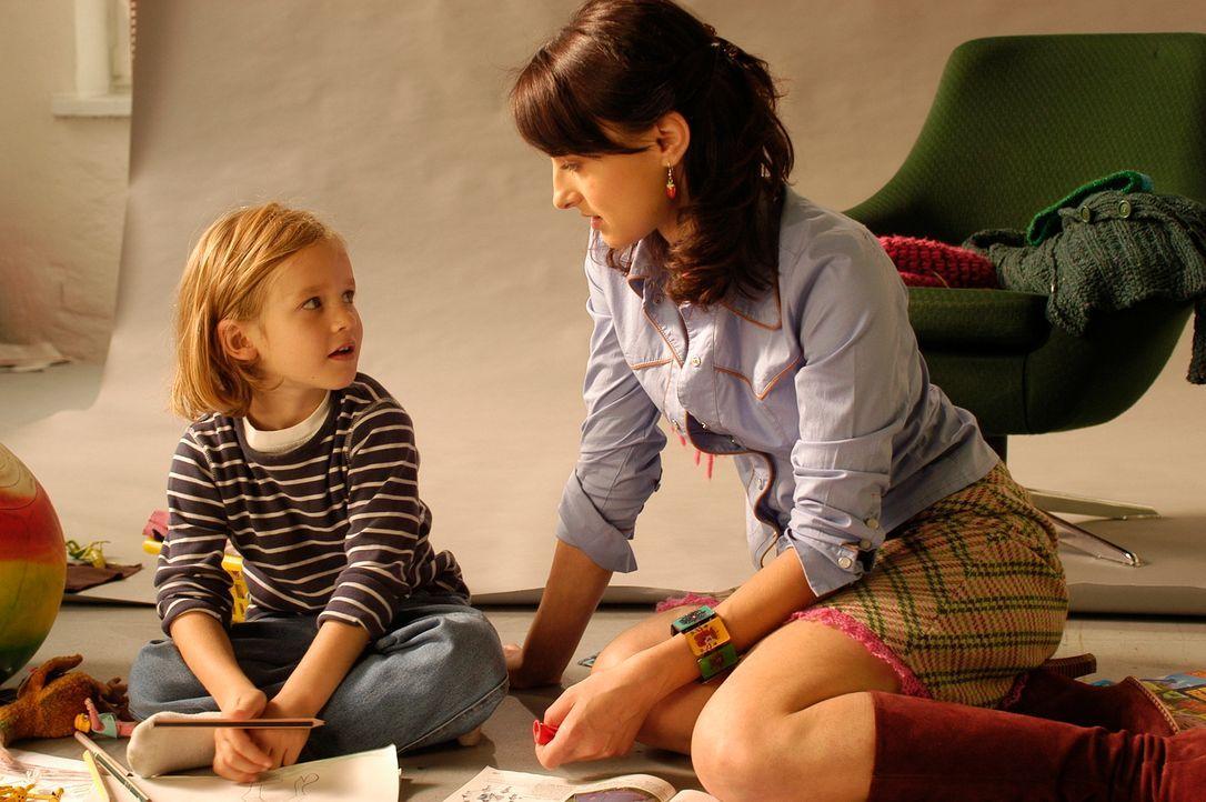 Als Paul (Dustin Raschdorf, l.) beginnt, Frenzy (Miranda Leonhardt, r.) als neue Mama zu akzeptieren, taucht die leibliche Mutter auf .... - Bildquelle: Hans Seidenabel ProSieben