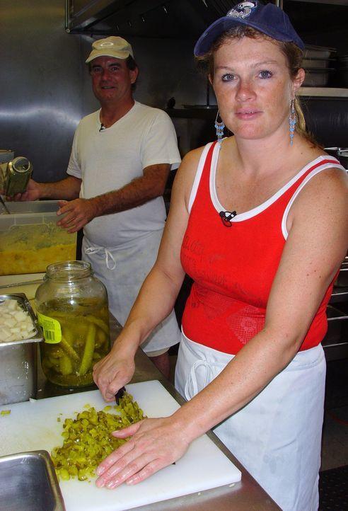 Jochen (51) und Antje (35) Mayer sind endlich am Ziel ihrer Träume angekommen: Fast rund um die Uhr stehen sie am Herd ihres bayerischen Restaurants... - Bildquelle: kabel eins