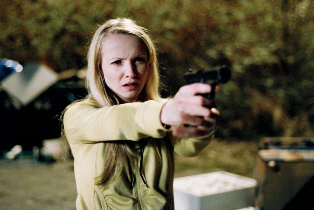 Lisa (Janin Reinhardt) will sich an Richter Riegger für den Mord an ihrer Schwester rächen! - Bildquelle: Oliver Feist Sat.1