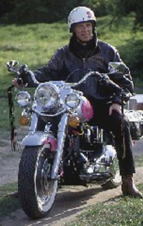 Valentin Gruber (Wolfgang Fierek) stammt aus einer alteingesessenen oberbayerischen Familie. Er arbeitet als Polizist mit Herz und Harley im beschau... - Bildquelle: Sat.1