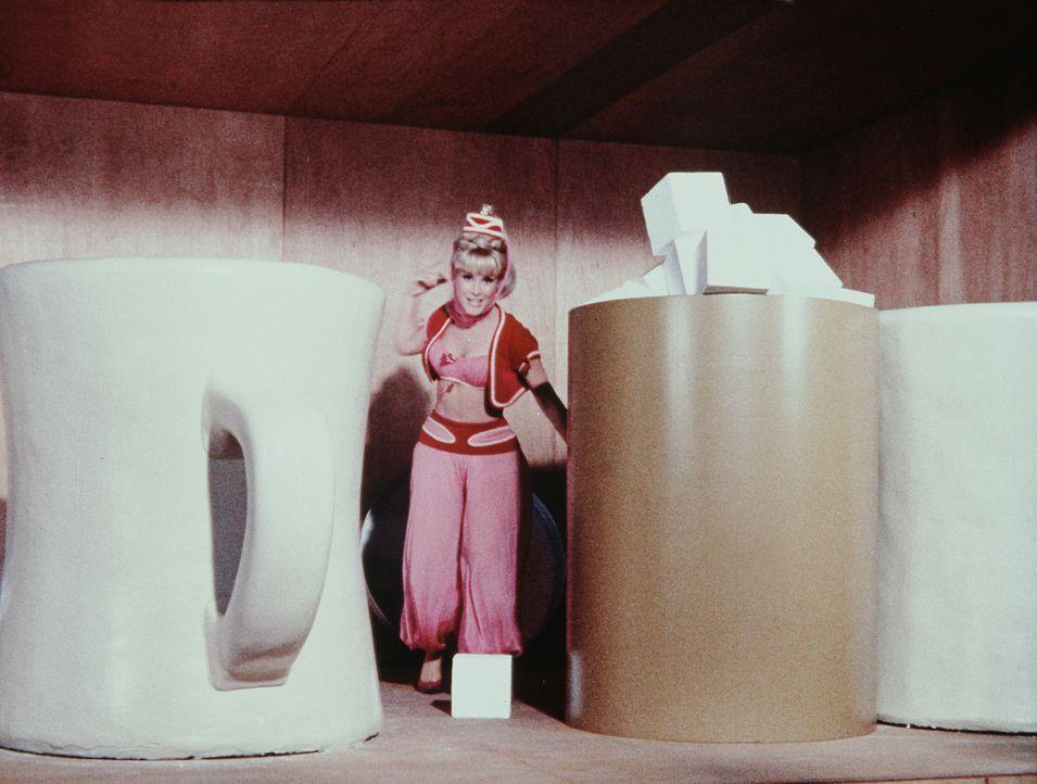 Geschrumpft, um Chaos anzurichten: Jeannie (Barbara Eden) ... - Bildquelle: Columbia Pictures