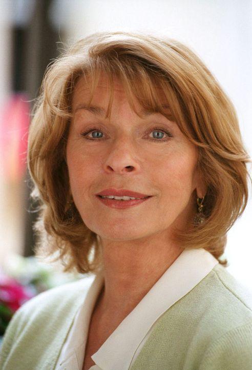 Senta Berger spielt Helga Forstmann - Bildquelle: Thomas Ernst Sat.1