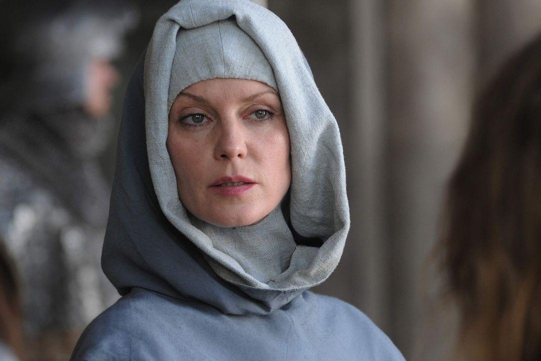 Äbtissin Isabell de Melancourt (Esther Schweins) ist die wunderschöne Mätresse von König Sigismund. Sie weiß um ihre Macht und ihren Einfluss und ve... - Bildquelle: Jiri Hanzl SAT. 1