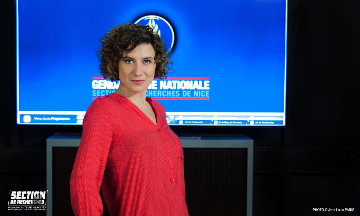 Victoire Cabral alias Vicky (Félicité Chaton) ist eine Spezialistin in der neusten Technologie ... - Bildquelle: Jean Louis PARIS
