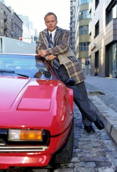 Ben Raabe (Matthias Koeberlin) ist 28 Jahre alt, leitender Manager im väterlichen Unternehmen, fährt einen Ferrari, trägt Rolex und liebt die Erotik... - Bildquelle: Jeanne Degraa Sat.1/Degraa