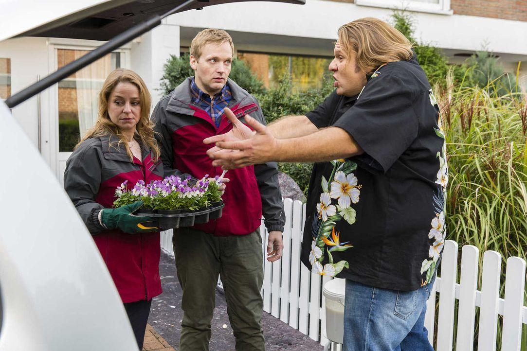 Bei Bea setzen die Wehen ein, und Nils (Oliver Fleischer, r.) nimmt sich ihrer an, um sie ins Krankenhaus zu fahren. Doch dazu braucht er ein Auto -... - Bildquelle: Frank Dicks SAT. 1